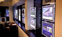 vetrine luminose per agenzie immobiliari