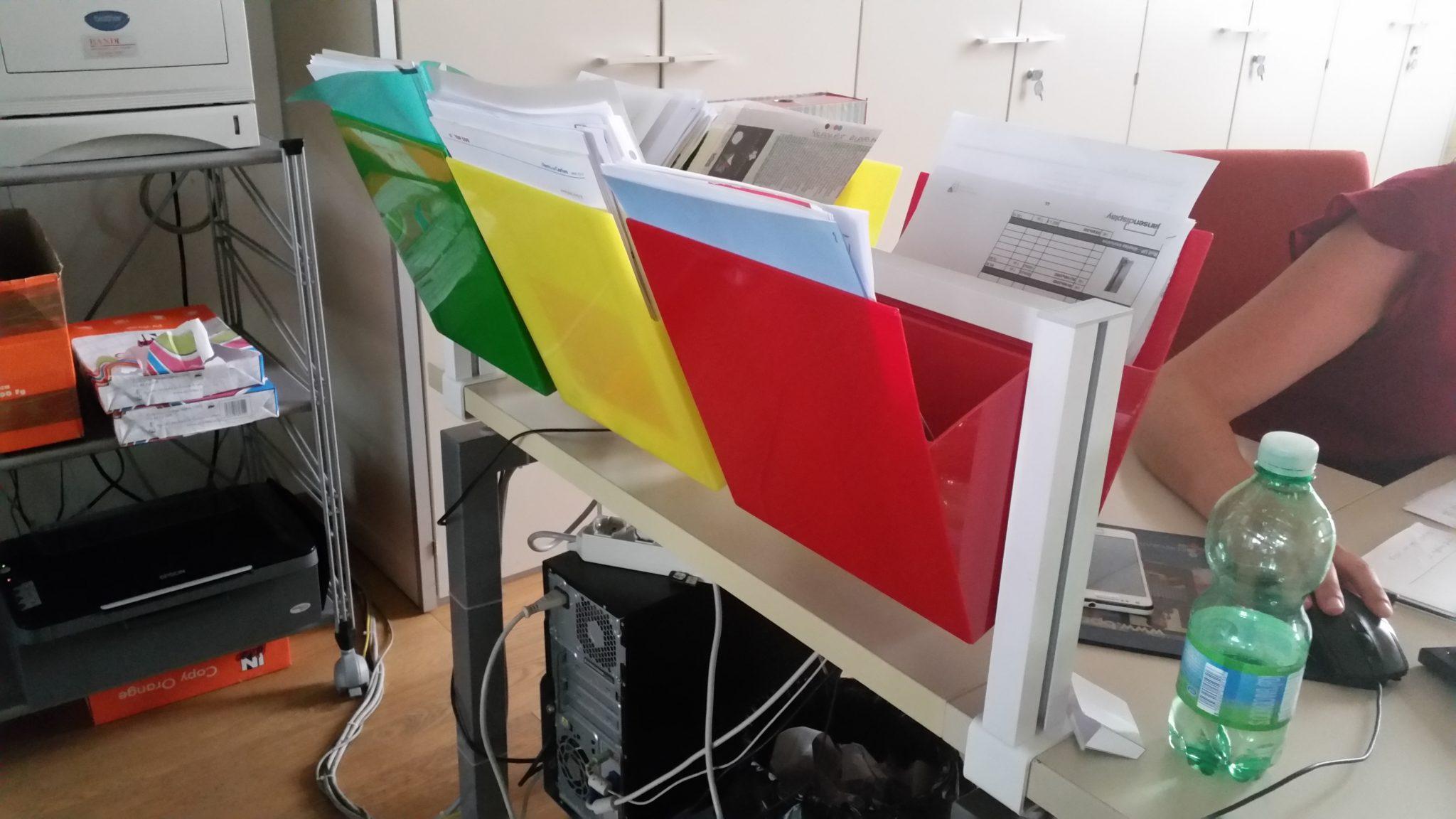 Organizzare Ufficio Vendite : Organizzare la scrivania con le tasche per documenti kanban studio t