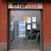 allestimento-vetrina-agenzia-immobiliare
