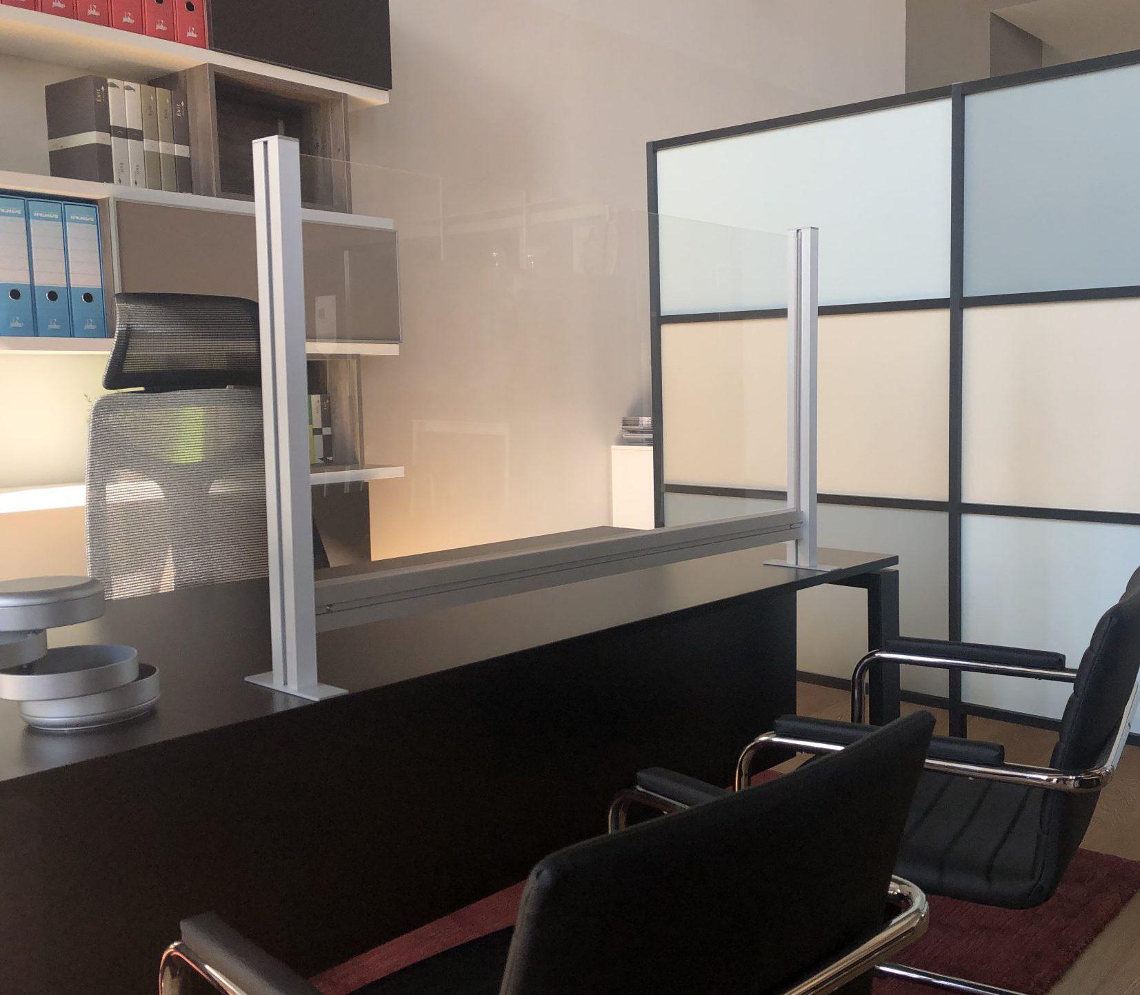 Divisorio di protezione da tavolo separatori e separè in plexiglass